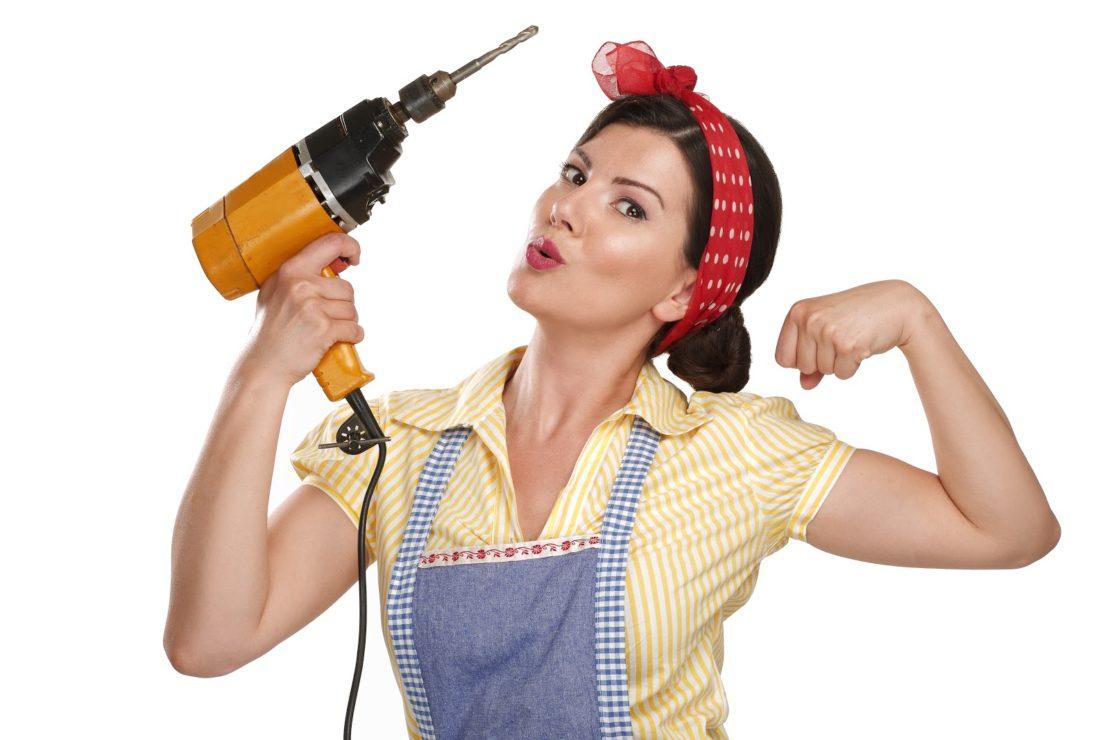 Набор инструментов в доме девушки