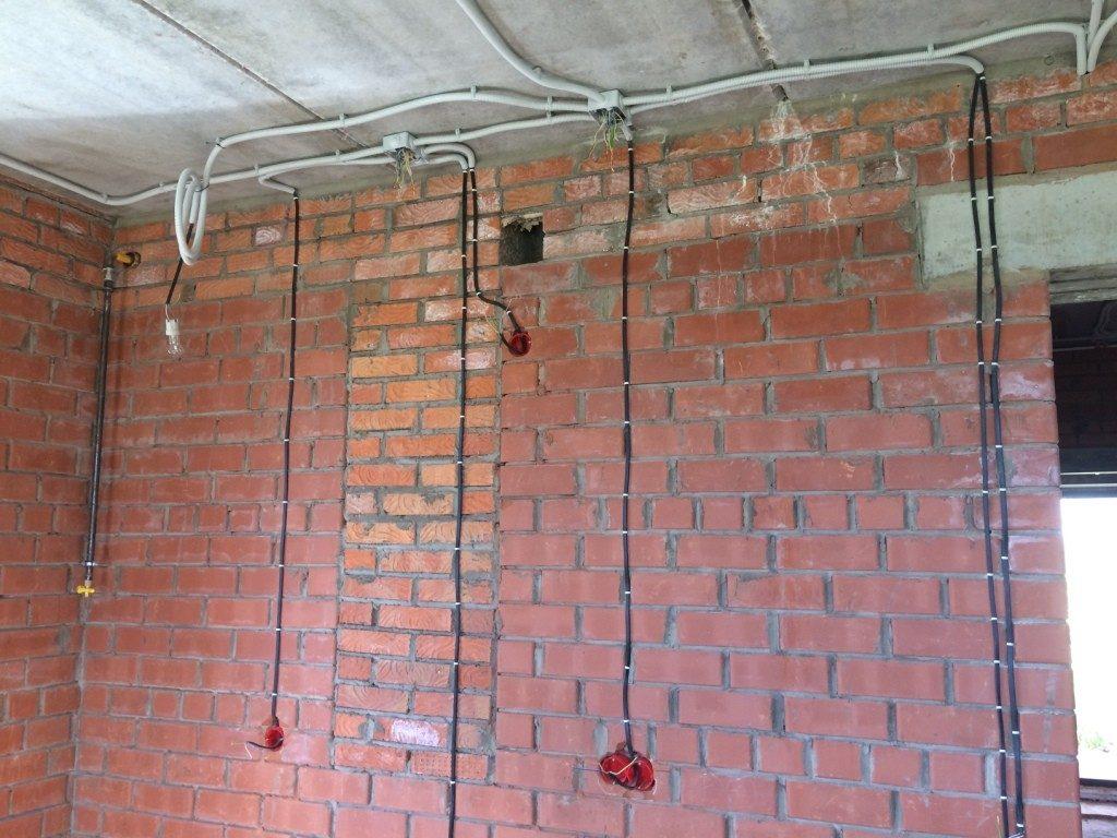 Скрытая проводка в стене и ее поиск
