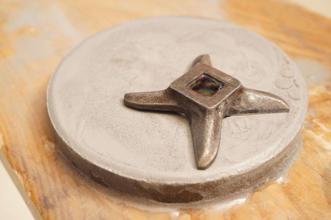 Заточка ножа от мясорубки на абразивном камне