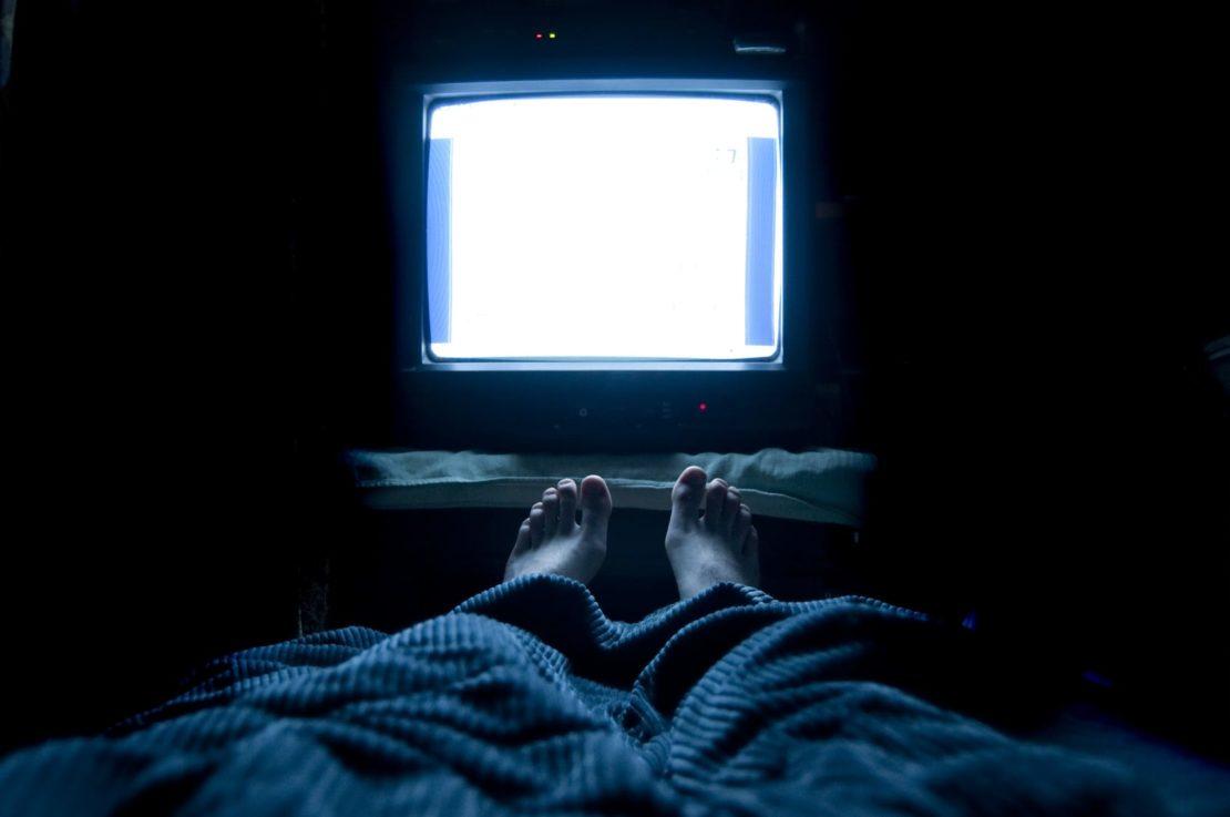 Телевизор в фоновом режиме во время сна