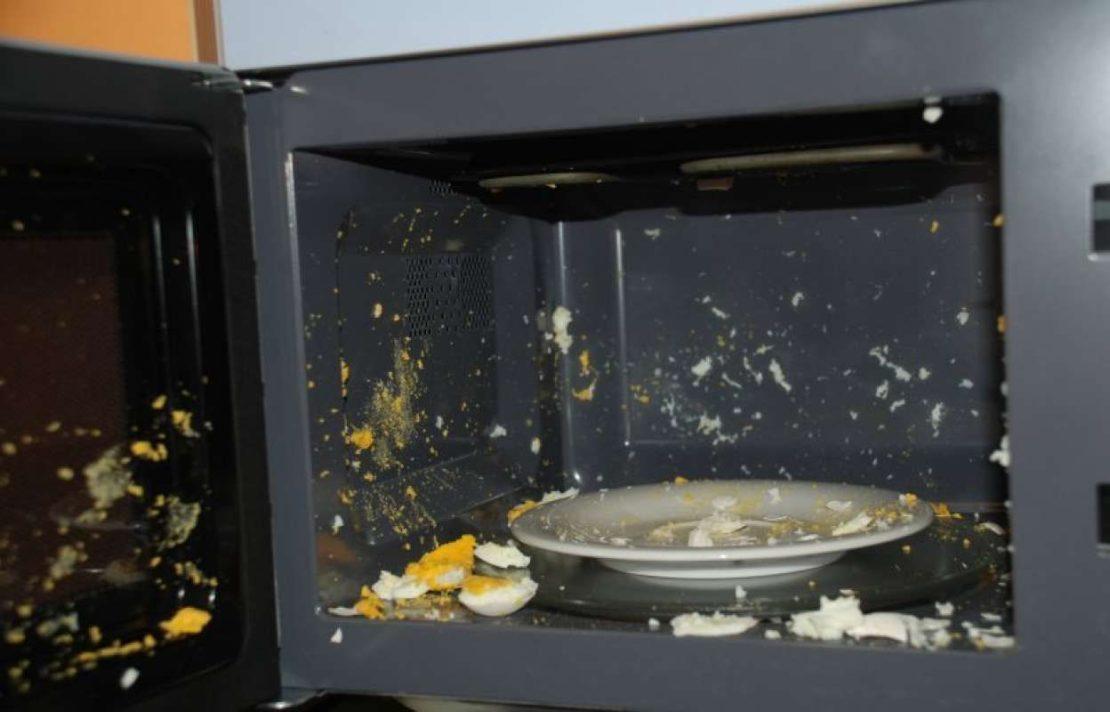 Что нельзя разогревать в микроволновой печи и причины