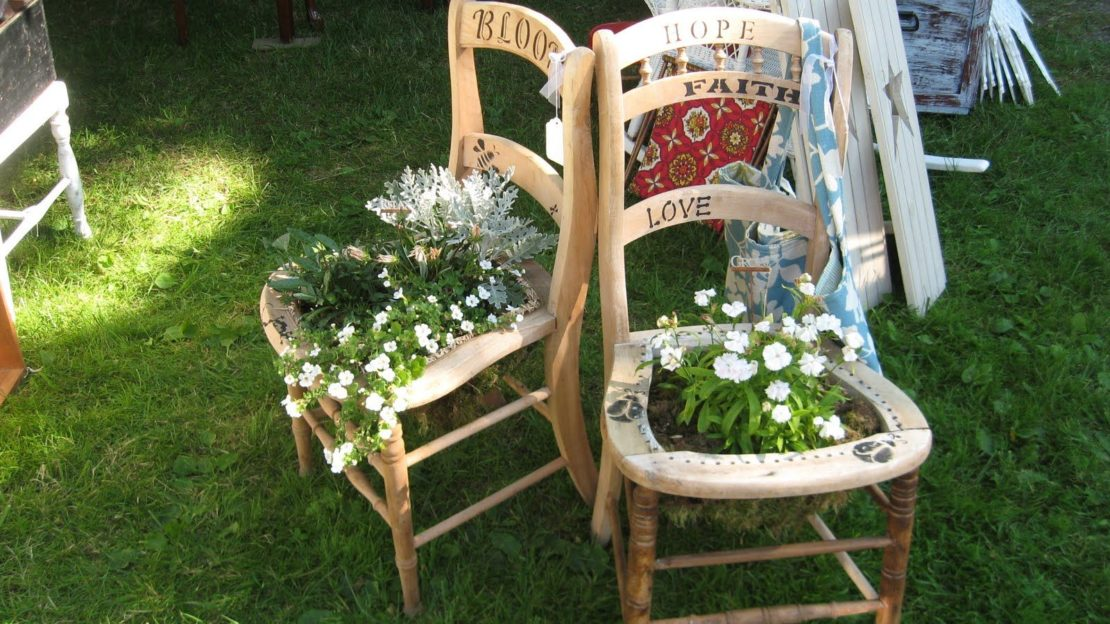 Кашпо из старых стульев