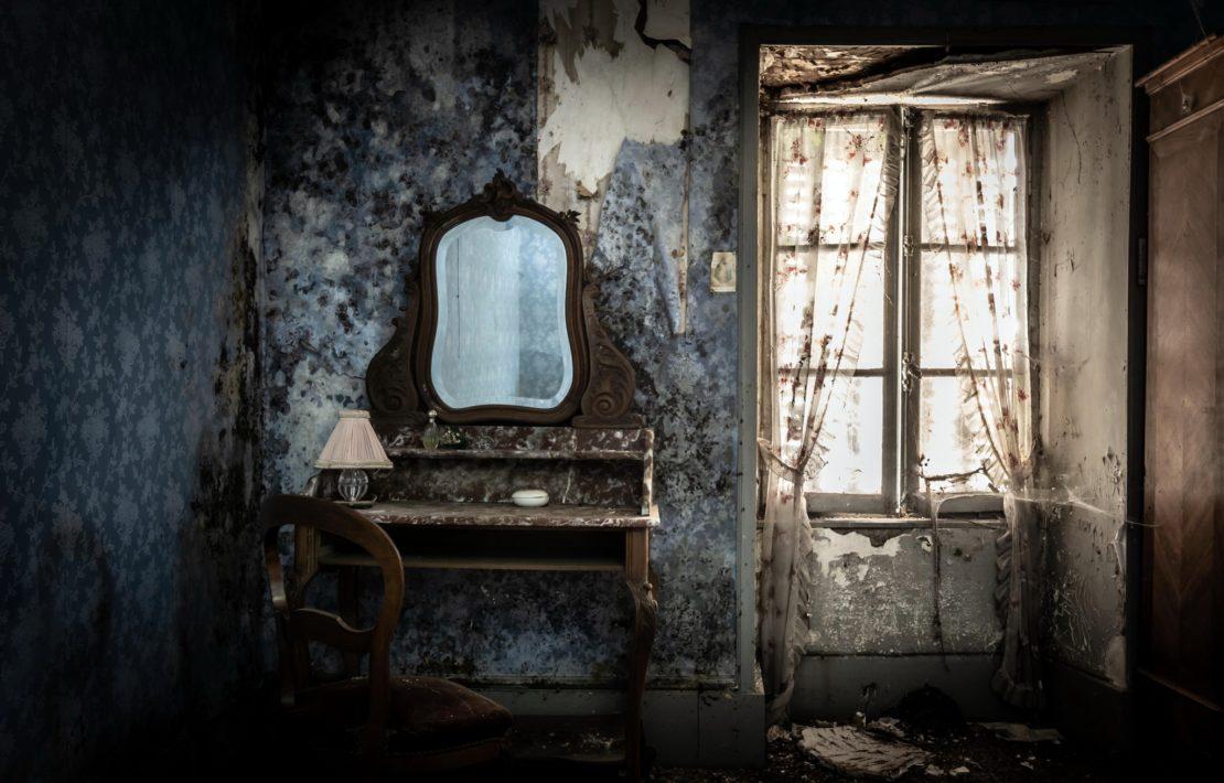 Зеркало в месте с негативной энергией