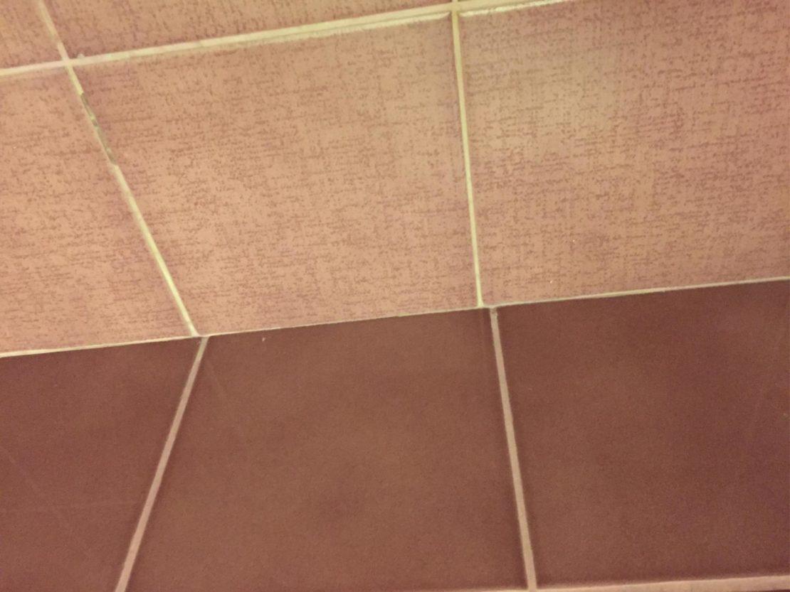 Распространенные ошибки при укладке плитки в ванной комнате