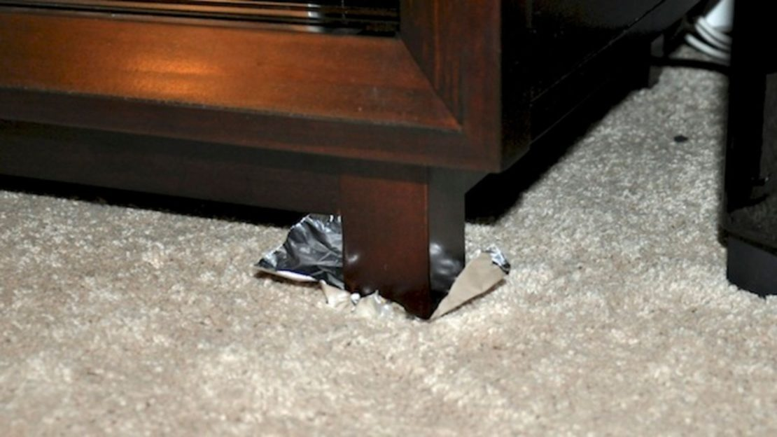 Как передвинуть мебель при помощи фольги