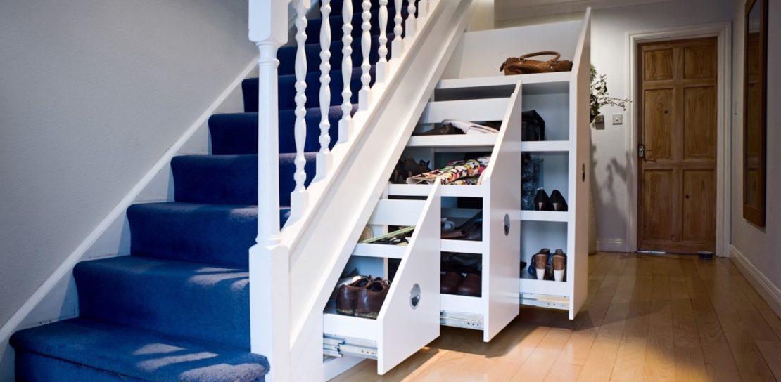 Свободное место под лестницей