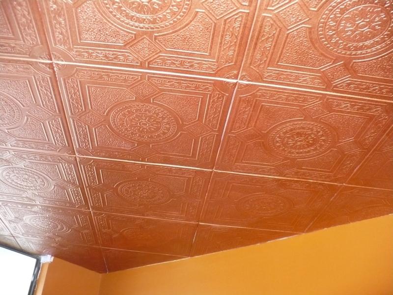 Покраска желтого и жирного пенопластового потолка