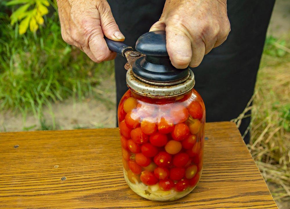 Почему взрываются банки с помидорами и огурцами