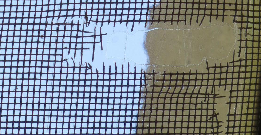Заделать дырки в москитной сетке