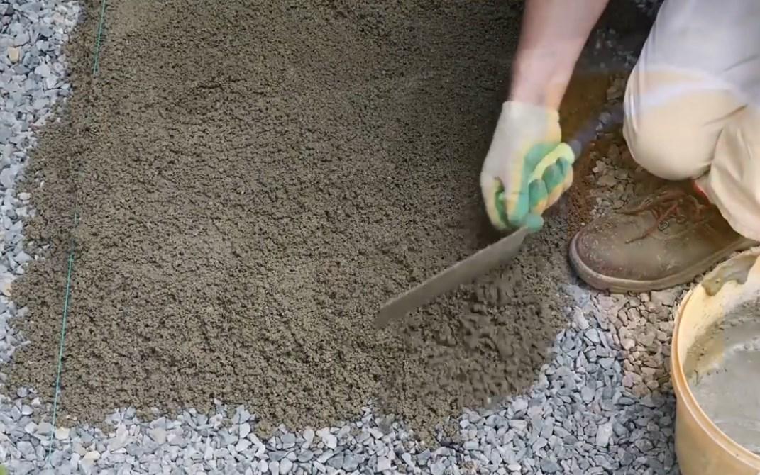 Садовые дорожки из дренажного бетона и его плюсы