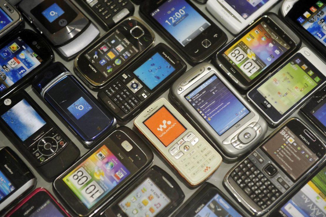 Что можно сделать со старым мобильным или стационарным телефоном своими руками