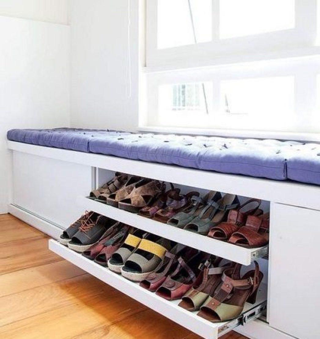 Место под подоконником для обуви