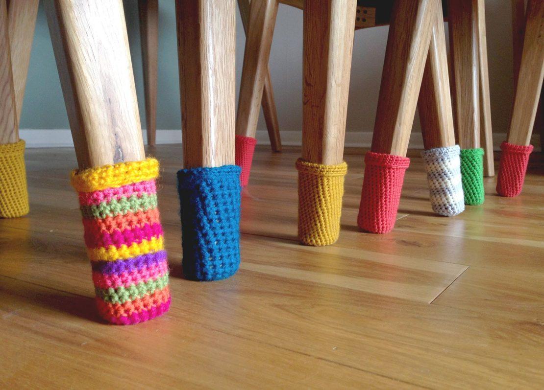 Вязанные носочки для ножек стульев