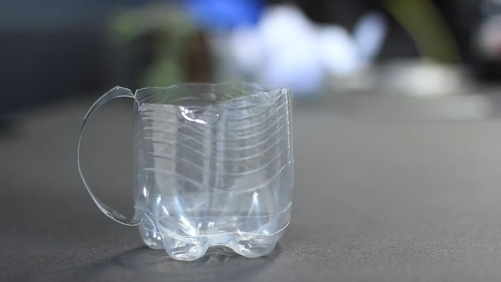 Подстаканник из пластиковых бутылок
