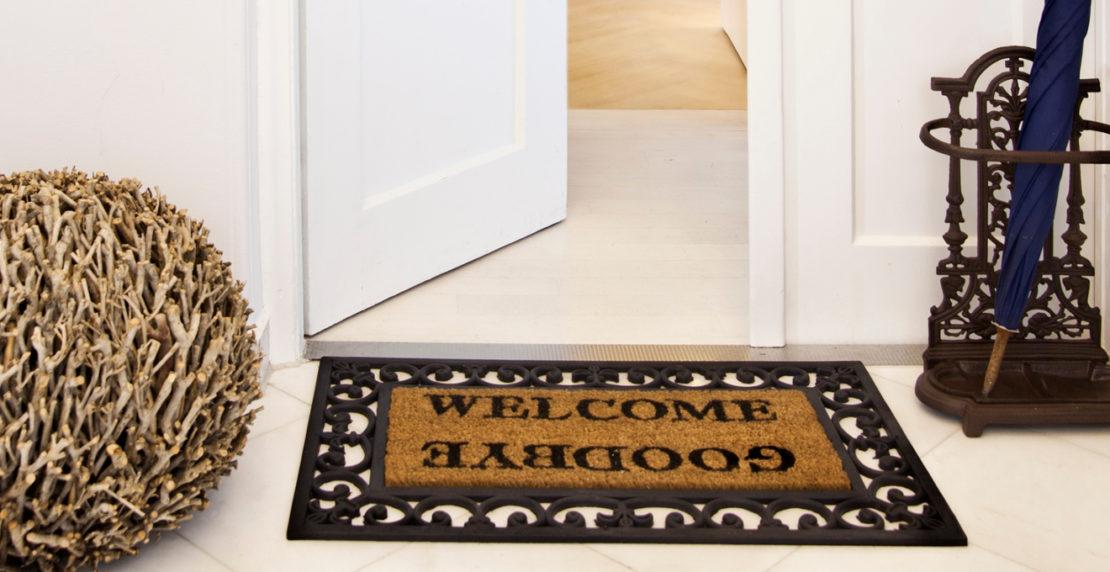Надо или нет класть коврик перед входной дверью