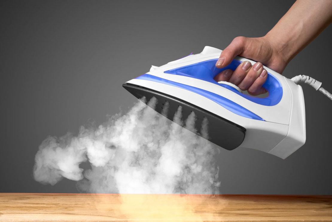Можно ли заливать дистиллированную воду в утюг с отпаривателем