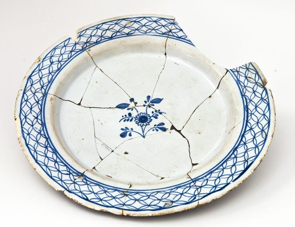 Посуда с трещинами и сколами