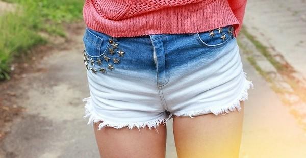 женские шорты из джинс с покраской