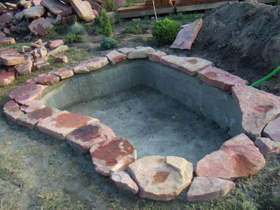 декорация бетонного пруда