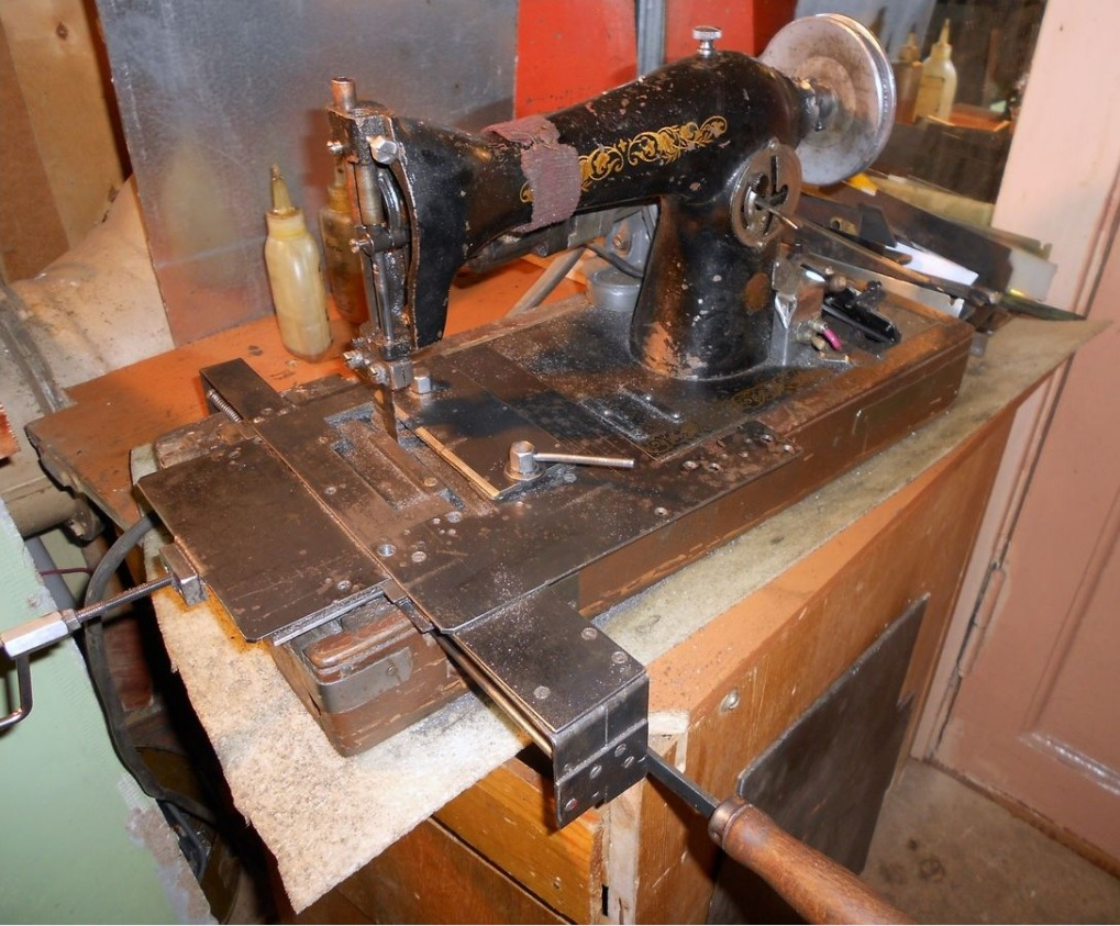Лобзик из старой швейной машины