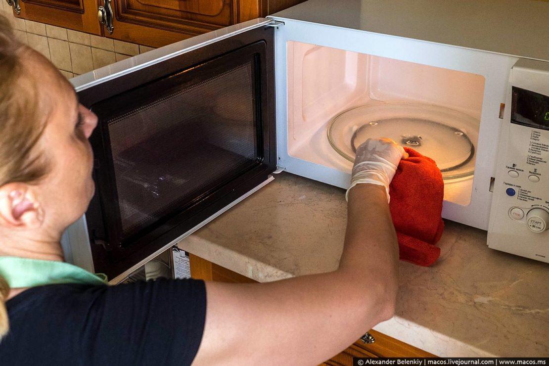 чем помыть микроволновку в домашних условиях