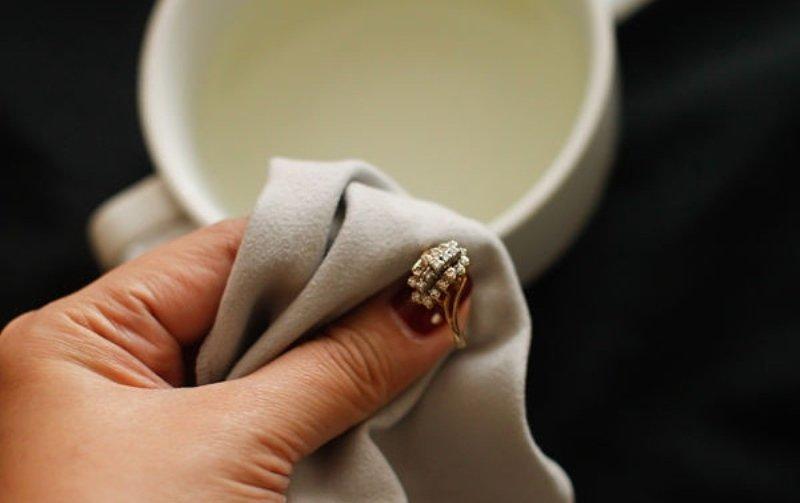 Способы очистки серебряных изделий с камнями