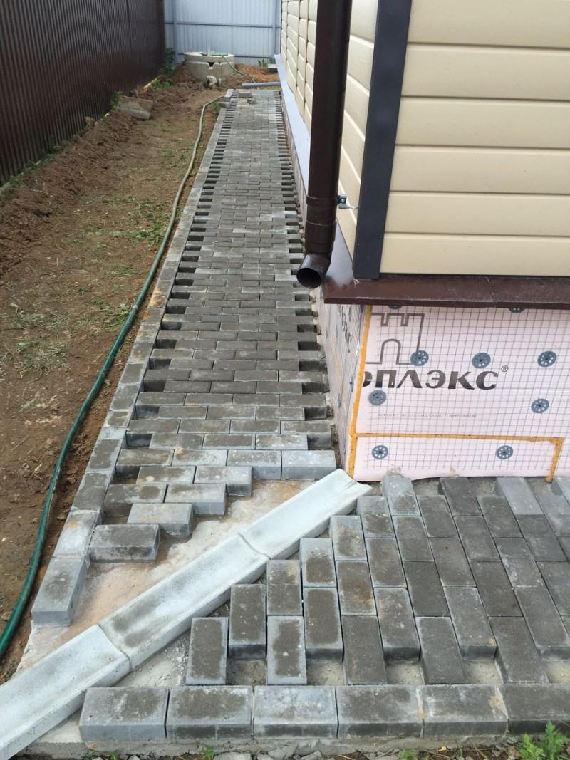 Использование тротуарной плитки для отмостки