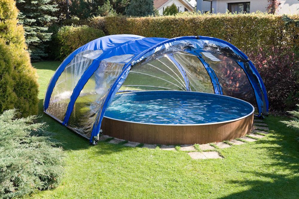 Установка навеса над бассейном