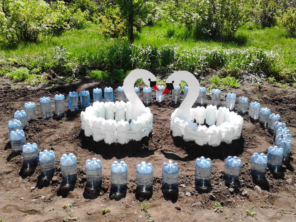 Клумбы из пластиковых бутылок