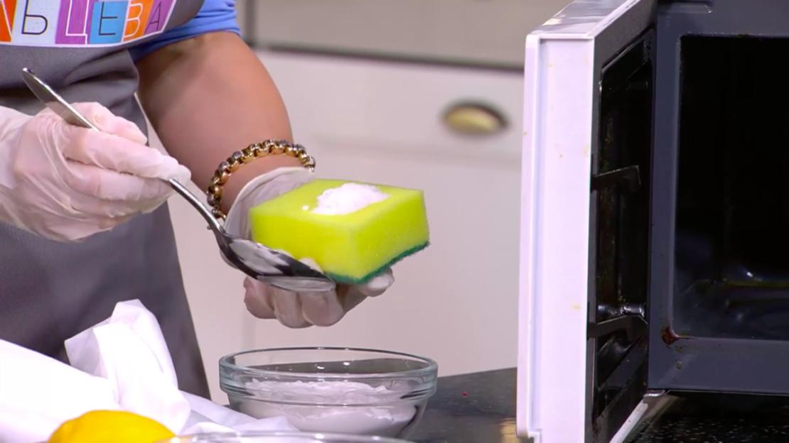 Очистка микроволновой печи содой