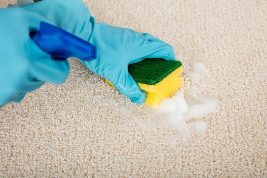 Как почистить светлые и белые покрытия