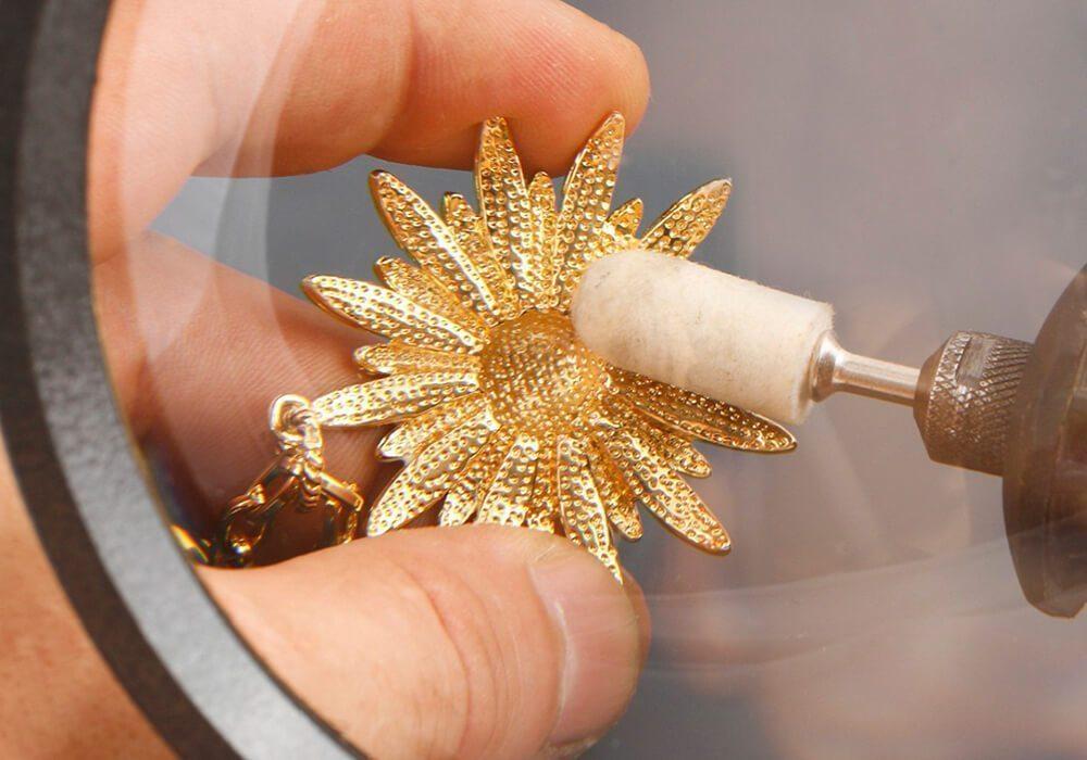 Способы механической чистки украшений из золота