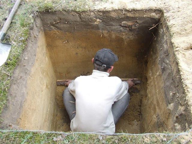 роем яму для туалета