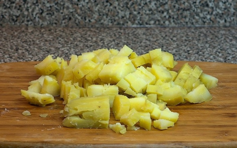 Как варят картофель для салата Оливье