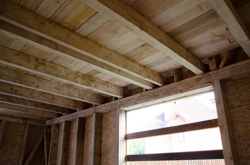 Обустройство потолка каркасного дома без утепления