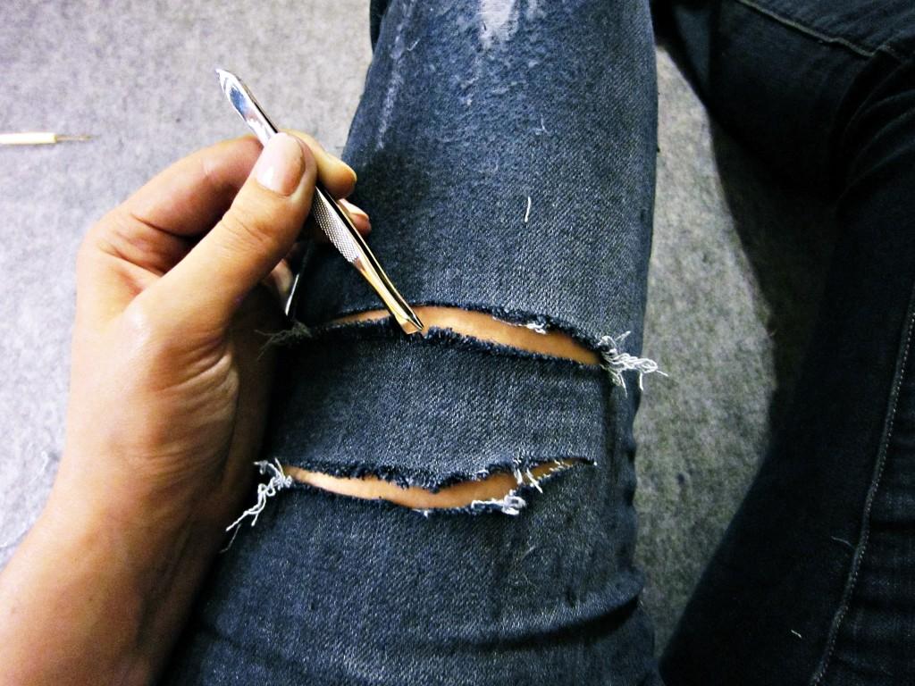 дырки на джинсах пинцетом