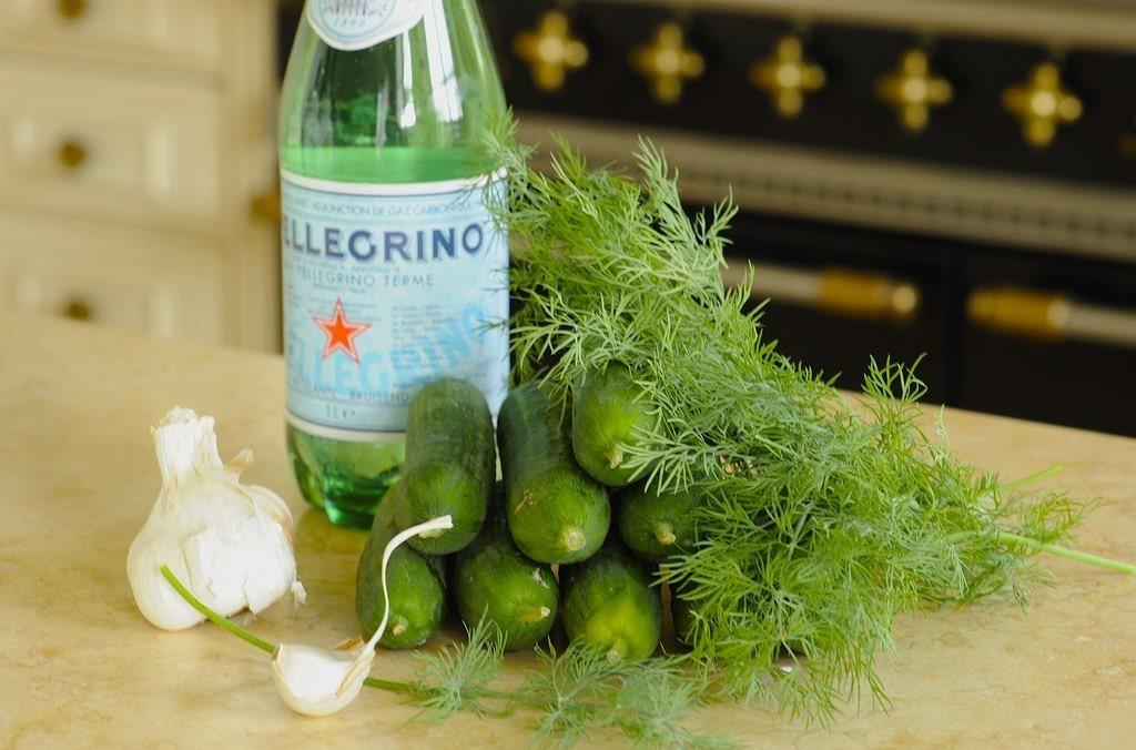 Рецепт малосольных огурцов в минеральной воде