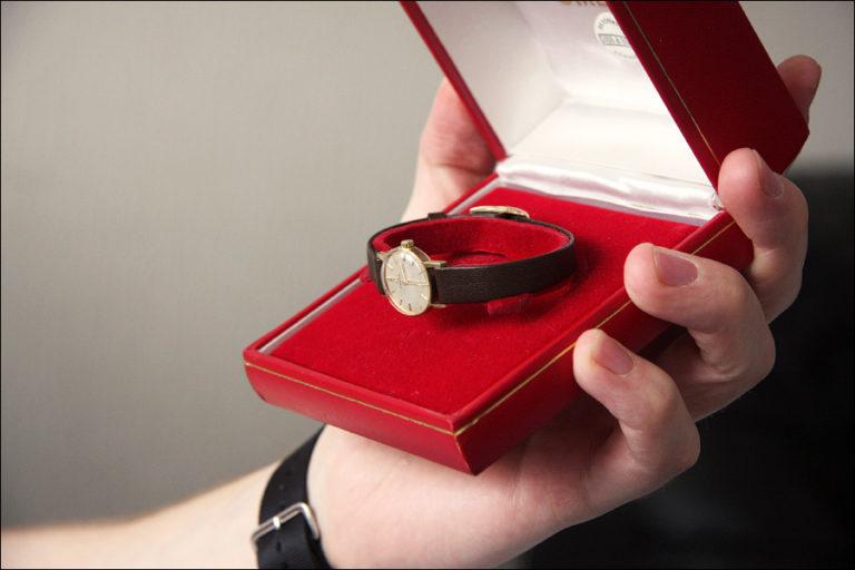 Почему не дарят часы друзьям и супругам