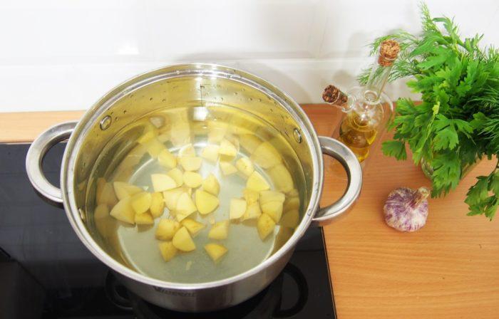 Сколько варят картофель в супе