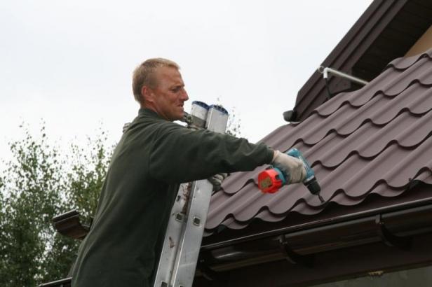 Накрыть крышу металлочерепицей своими руками видео