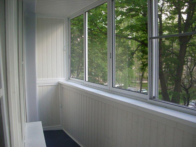 Застеклить балкон пластиковыми окнами раздвижные цена..