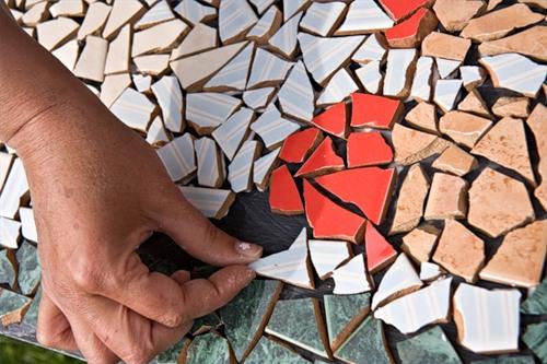 мозаика из битой керамической плитки