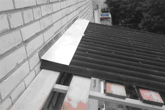 стоимость остекления балкона с крышей