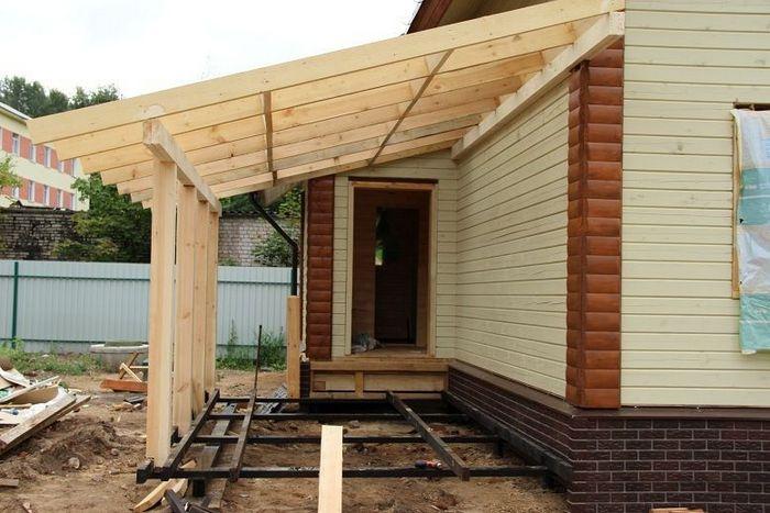 Строительство крыши для веранды своими руками: технология и используемые материалы