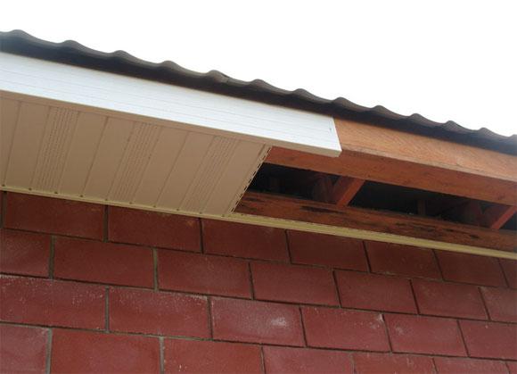 процесс подшивки крыши