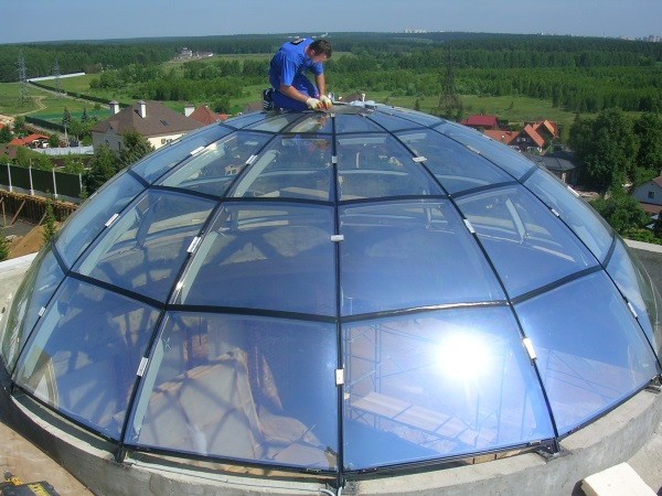Стеклянная крыша в доме