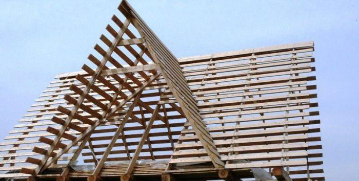 основные нюансы монтажа треугольной крыши