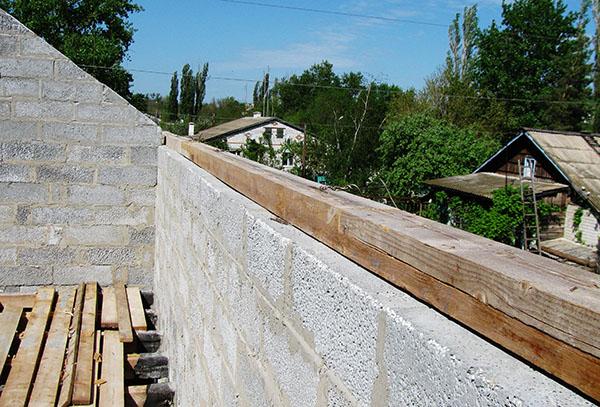 мауэрлат крепится к верху кладки стены