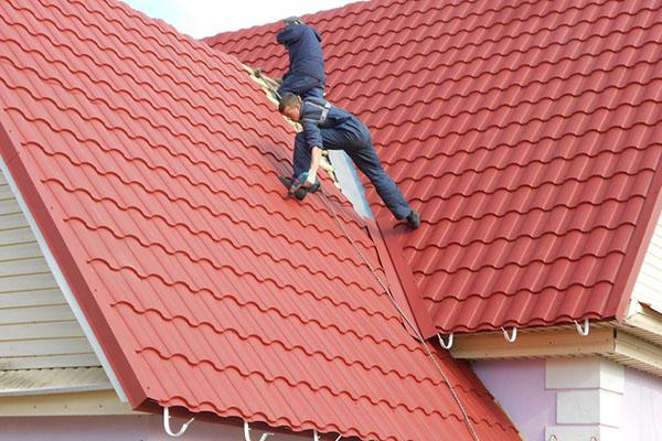локальный ремонт крыши из металлочерепицы