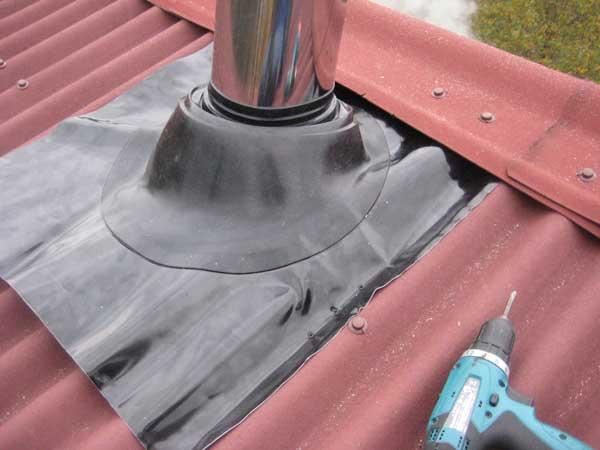 крыша протекает в месте стыков с дымоходной трубой